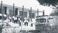 1963 / Στο σχολικό λεωφορείο